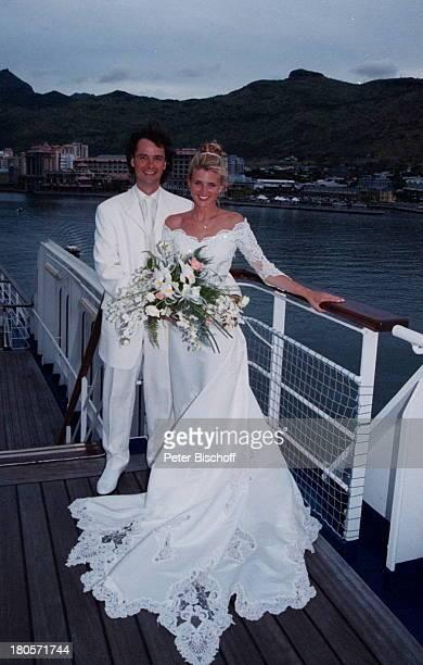 Bräutigam Christian Fresz Braut AngelinaPappini Kreuzfahrt MS 'Astor' vor demHafen von Port Louis/Mauritius/IndischerOzean/Afrika Schiff...
