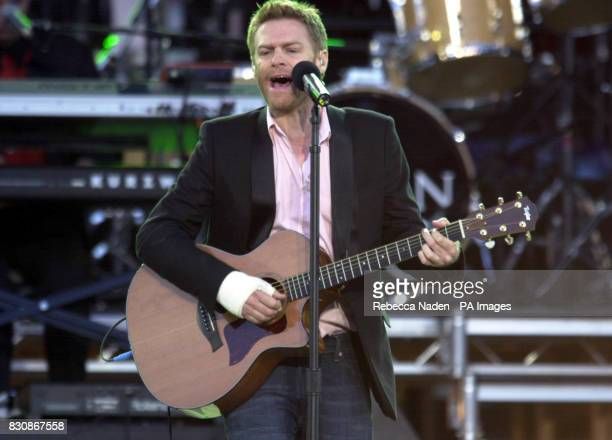 Bryan Adams playing with a broken hand on stage in the gardens of Buckingham Palace for the second concert to commemorate the Golden Jubilee of...