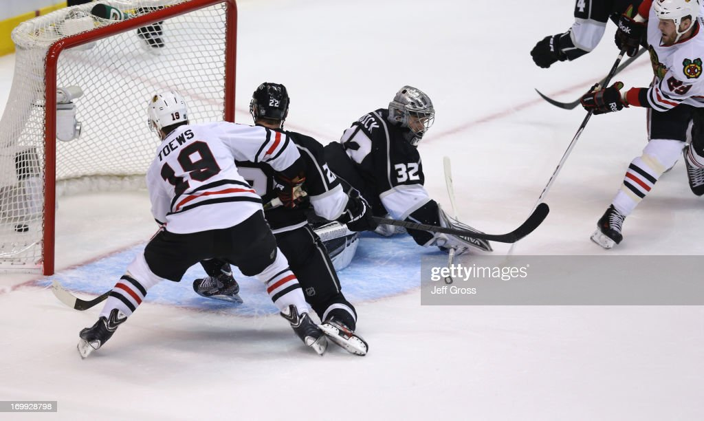 <a gi-track='captionPersonalityLinkClicked' href=/galleries/search?phrase=Bryan+Bickell&family=editorial&specificpeople=241498 ng-click='$event.stopPropagation()'>Bryan Bickell</a> #29 of the Chicago Blackhawks scores from the low slot area against <a gi-track='captionPersonalityLinkClicked' href=/galleries/search?phrase=Jonathan+Quick&family=editorial&specificpeople=2271852 ng-click='$event.stopPropagation()'>Jonathan Quick</a> #32 of the Los Angeles Kings in the second period of Game Three of the Western Conference Final during the 2013 NHL Stanley Cup Playoffs at Staples Center on June 4, 2013 in Los Angeles, California.