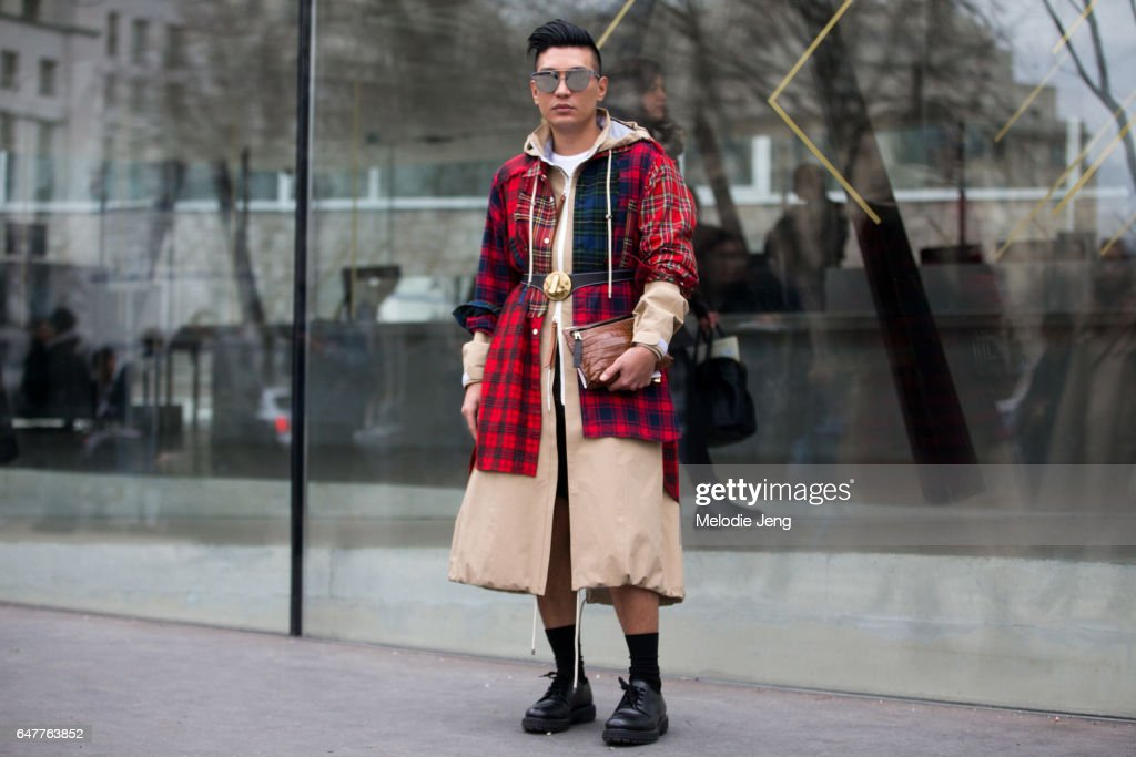 Street Style : Day Four- Paris Fashion Week Womenswear Fall/Winter 2017/2018
