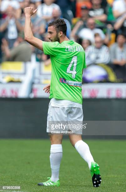 Bryan Cristante of Atalanta BC celebrates after scoring the opening goal during the Serie A match between Udinese Calcio and Atalanta BC at Stadio...