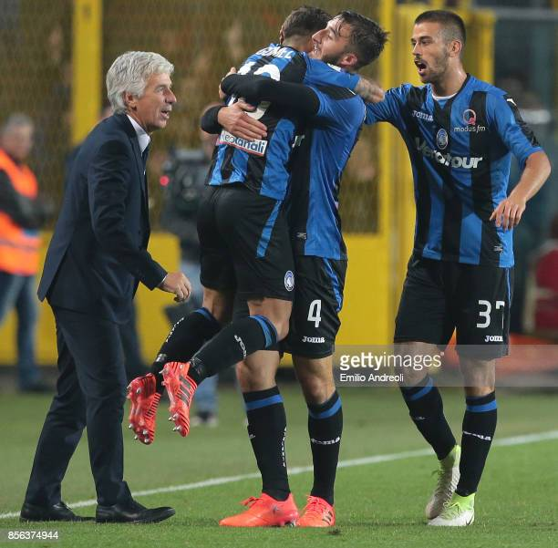 Bryan Cristante of Atalanta BC celebrates his goal with his teammate Alejandro Gomez during the Serie A match between Atalanta BC and Juventus at...