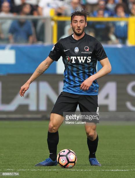 Bryan Cristante of Atalanta BC in action during the Serie A match between Atalanta BC and Pescara Calcio at Stadio Atleti Azzurri d'Italia on March...