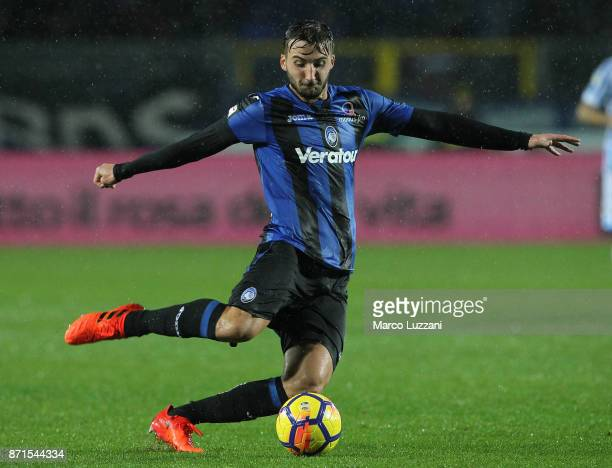 Bryan Cristante of Atalanta BC in action during the Serie A match between Atalanta BC and Spal at Stadio Atleti Azzurri d'Italia on November 5 2017...