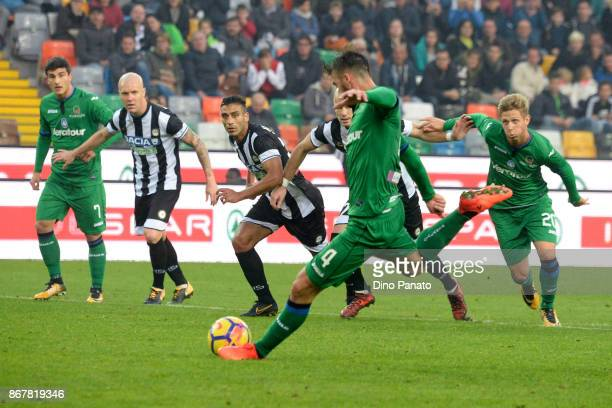 Bryan Cristante of Atalanta BC misses a penalty spot during the Serie A match between Udinese Calcio and Atalanta BC at Stadio Friuli on October 29...