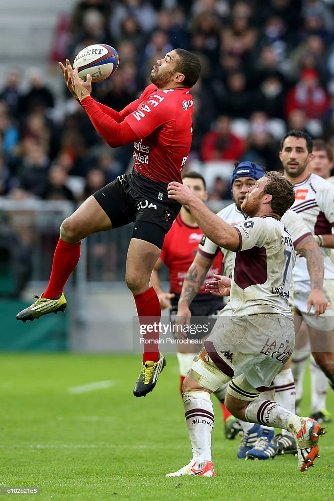 <a gi-track='captionPersonalityLinkClicked' href=/galleries/search?phrase=Bryan+Habana&family=editorial&specificpeople=221391 ng-click='$event.stopPropagation()'>Bryan Habana</a> of RC Toulon and Luke Braid of Union Bordeaux Begles battle for the ball during the Top 14 rugby match between Union Bordeaux Begles and RC Toulon at Stade Matmut Atlantique on February 14, 2016 in Bordeaux, France.