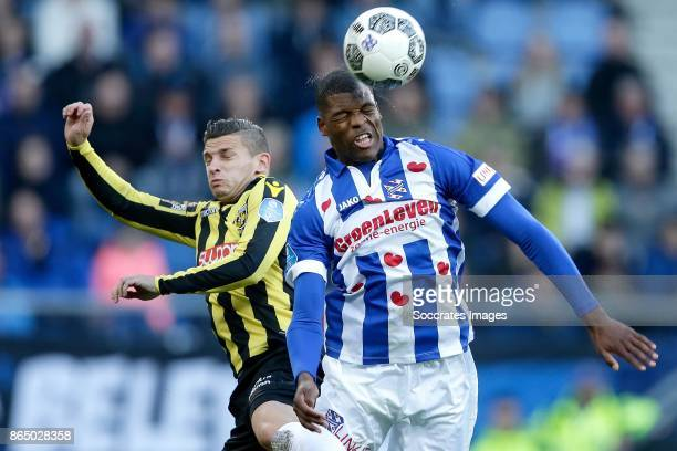 Bryan Linssen of Vitesse Denzel Dumfries of SC Heerenveen during the Dutch Eredivisie match between SC Heerenveen v Vitesse at the Abe Lenstra...