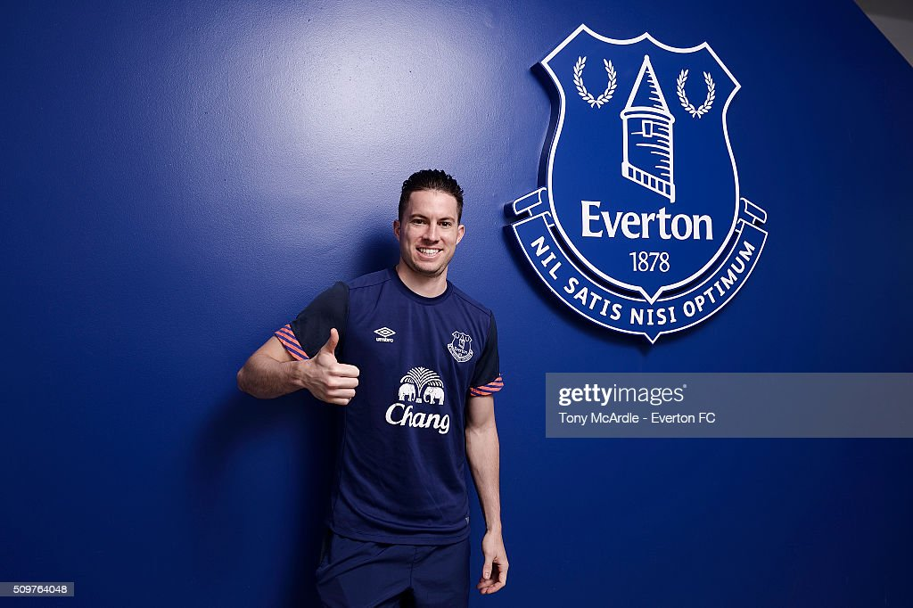 <a gi-track='captionPersonalityLinkClicked' href=/galleries/search?phrase=Bryan+Oviedo&family=editorial&specificpeople=4412740 ng-click='$event.stopPropagation()'>Bryan Oviedo</a> signs a new contract with Everton at Finch Farm on February 12, 2016 in Halewood, England.