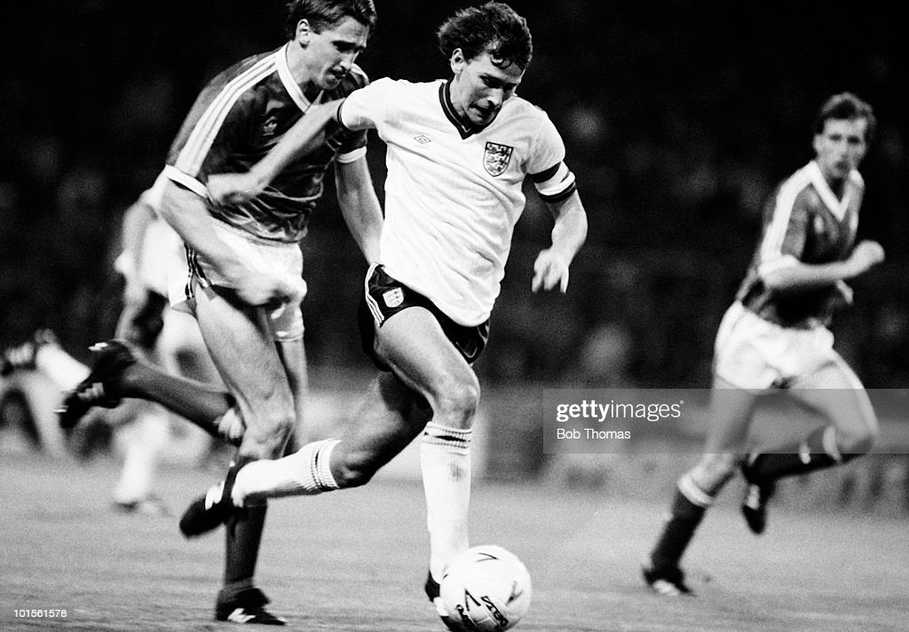 Bryan Robson of England (centre) is chased by John McClelland of Northern Ireland (left) during their European Championship qualifying match held at Wembley Stadium, London on 15th October 1986. England beat Northern Ireland 3-0. (Bob Thomas/Getty Images).