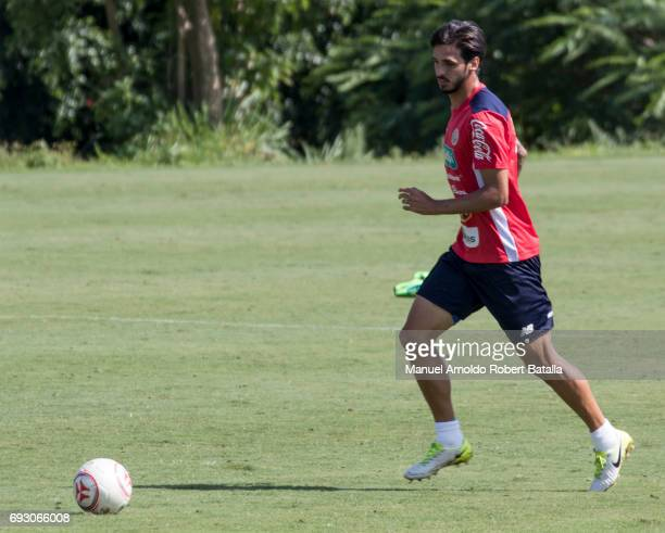 Bryan Ruiz controls the ball during a training session at Complejo Deportivo FedefutbolPlycem on June 06 2017 in San Jose Costa Rica