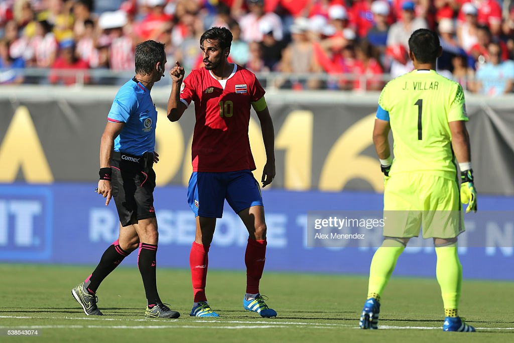 Bryan Ruiz of Costa Rica argues a call with referee Patricio Loustau during the 2016 Copa America Centenario Group A match between Costa Rica and...