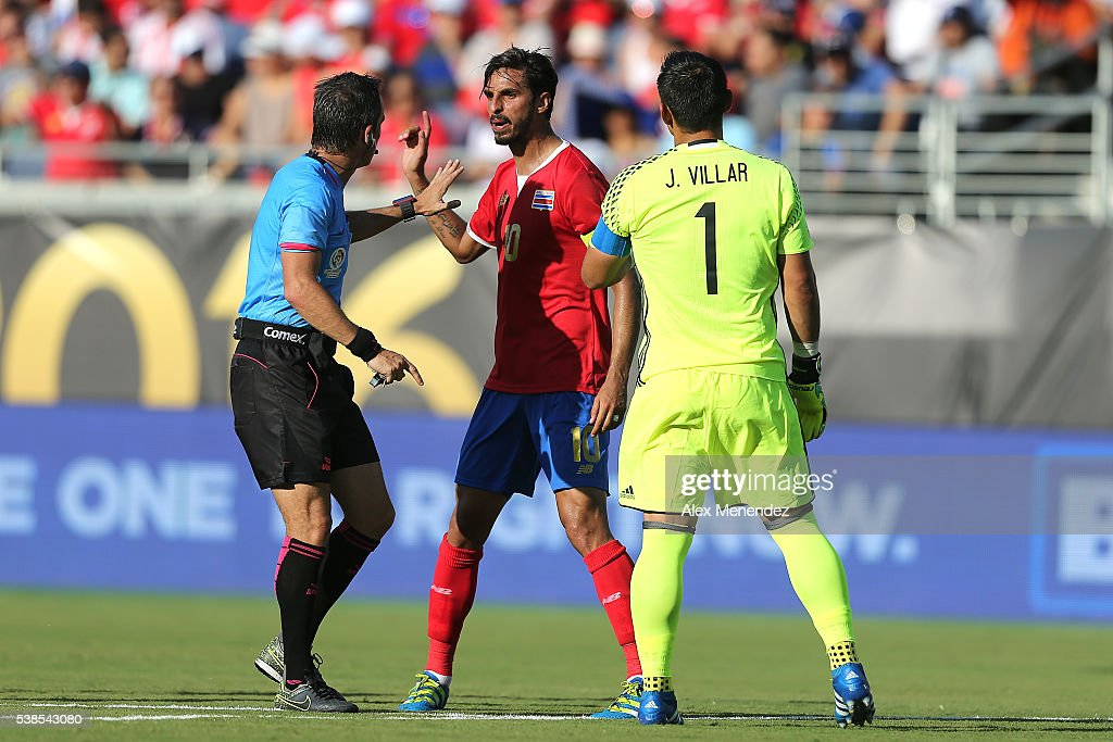 <a gi-track='captionPersonalityLinkClicked' href=/galleries/search?phrase=Bryan+Ruiz&family=editorial&specificpeople=714489 ng-click='$event.stopPropagation()'>Bryan Ruiz</a> #10 of Costa Rica argues a call with referee <a gi-track='captionPersonalityLinkClicked' href=/galleries/search?phrase=Patricio+Loustau&family=editorial&specificpeople=7946692 ng-click='$event.stopPropagation()'>Patricio Loustau</a> during the 2016 Copa America Centenario Group A match between Costa Rica and Paraguay at Camping World Stadium on June 4, 2016 in Orlando, Florida. (Photo by Alex Menendez/ Getty Images) <a gi-track='captionPersonalityLinkClicked' href=/galleries/search?phrase=Bryan+Ruiz&family=editorial&specificpeople=714489 ng-click='$event.stopPropagation()'>Bryan Ruiz</a>; <a gi-track='captionPersonalityLinkClicked' href=/galleries/search?phrase=Patricio+Loustau&family=editorial&specificpeople=7946692 ng-click='$event.stopPropagation()'>Patricio Loustau</a>
