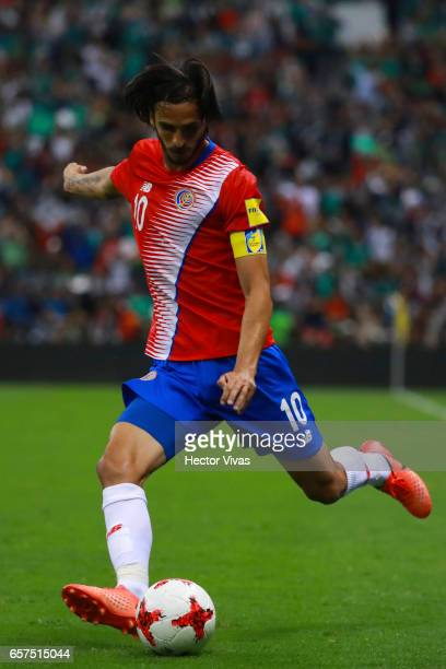 Bryan Ruiz of Costa Rica drives the ball during the fifth round match between Mexico and Costa Rica as part of the FIFA 2018 World Cup Qualifiers at...