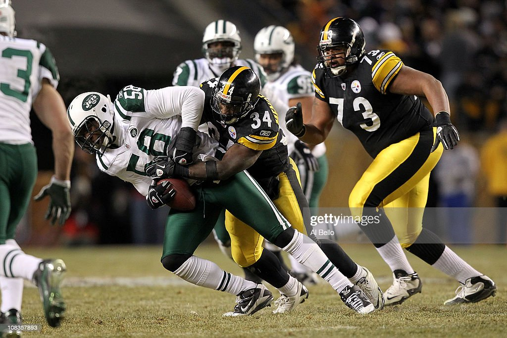 Bryan Thomas of the New York Jets intercepts a pass against Rashard Mendenhall of the Pittsburgh Steelersduring the 2011 AFC Championship game at...