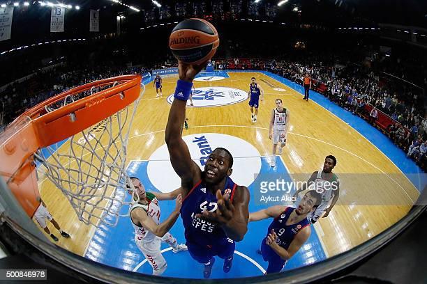 Bryant Dunston #42 of Anadolu Efes Istanbul in action during the Turkish Airlines Euroleague Basketball Regular Season Round 9 game between Anadolu...