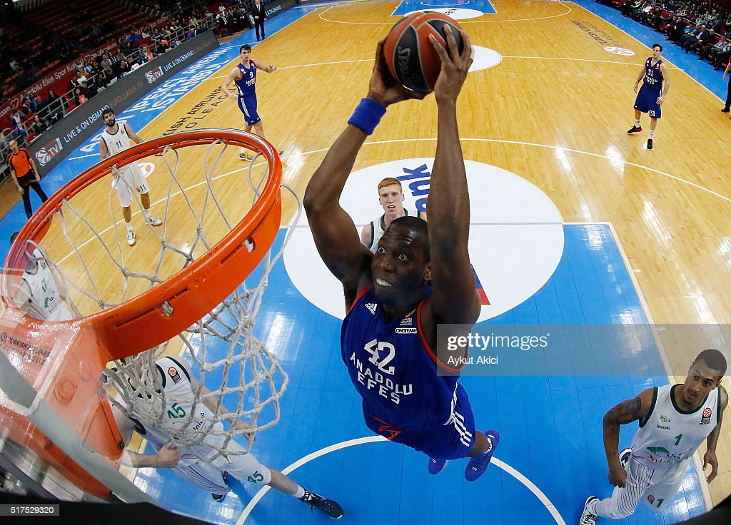 Bryant Dunston #42 of Anadolu Efes Istanbul in action during the 20152016 Turkish Airlines Euroleague Basketball Top 16 Round 12 game between Anadolu...