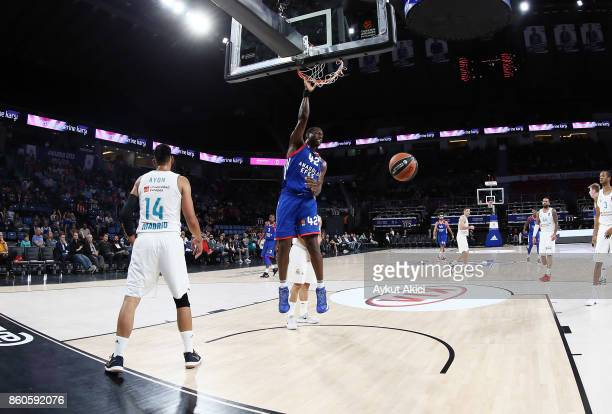 Bryant Dunston #42 of Anadolu Efes Istanbul in action during the 2017/2018 Turkish Airlines EuroLeague Regular Season Round 1 game between Anadolu...