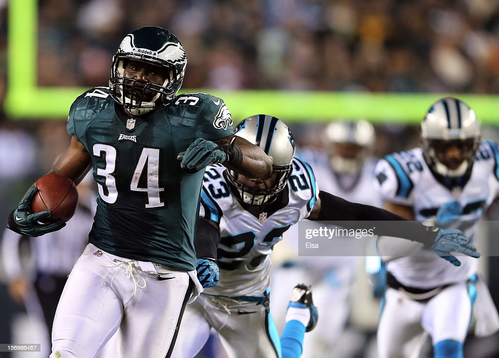 Bryce Brown #34 of the Philadelphia Eagles carries the ball in for a touchdown as <a gi-track='captionPersonalityLinkClicked' href=/galleries/search?phrase=Sherrod+Martin&family=editorial&specificpeople=5534433 ng-click='$event.stopPropagation()'>Sherrod Martin</a> #23 of the Carolina Panthers defends on November 26, 2012 at Lincoln Financial Field in Philadelphia, Pennsylvania.