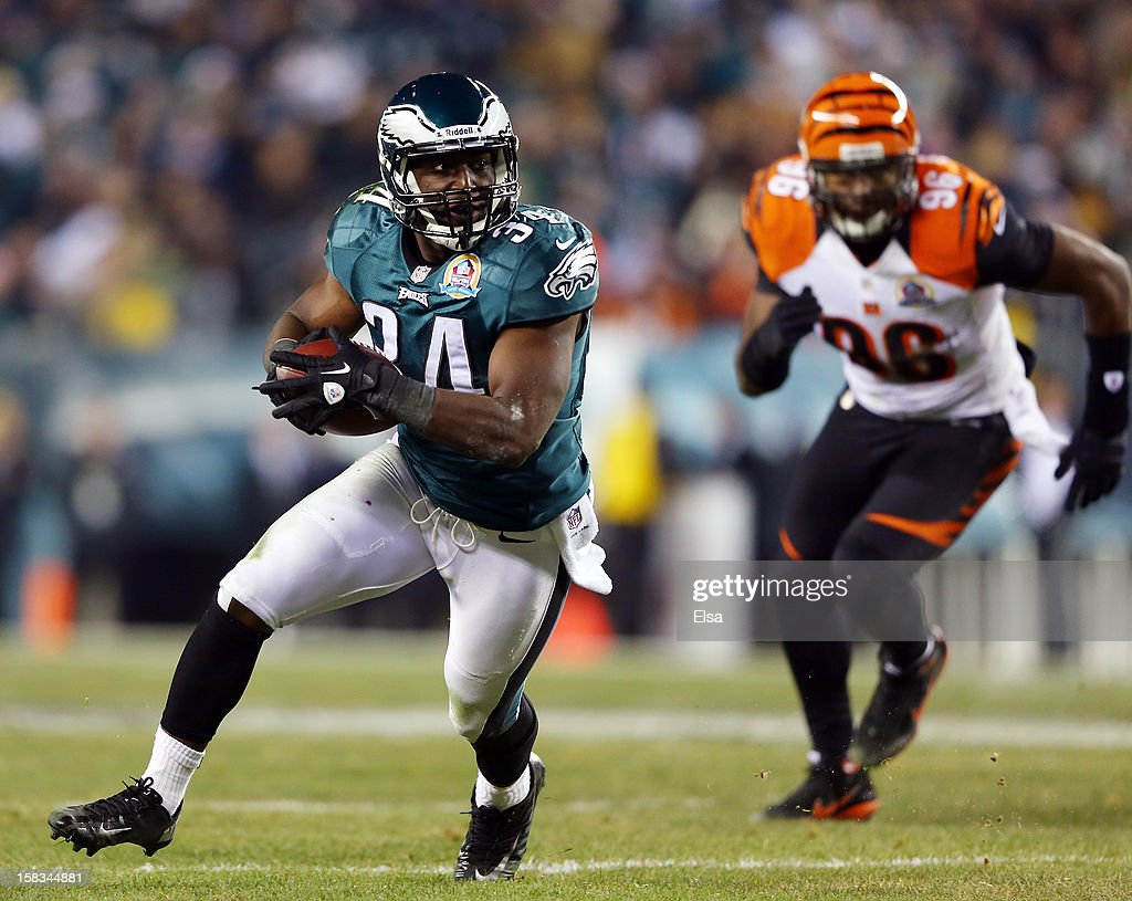 Bryce Brown #34 of the Philadelphia Eagles carries the ball in the second quarter as Carlos Dunlap #96 of the Cincinnati Bengals defends on December 13, 2012 at Lincoln Financial Field in Philadelphia, Pennsylvania.