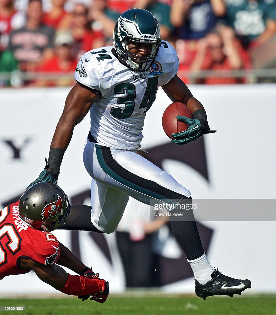 Bryce Brown #34 of the Philadelphia Eagles runs the ball during the game against the Tampa Bay Buccaneers at Raymond James Stadium on December 9, 2012 in Tampa, Florida. The Eagles won 23-21.