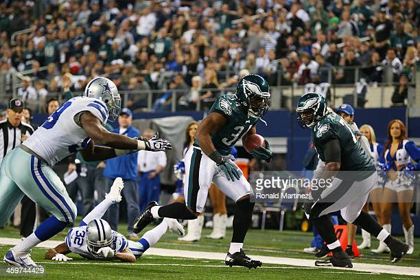 Bryce Brown of the Philadelphia Eagles scores a fourth quarter touchdown against the Dallas Cowboys at Cowboys Stadium on December 29 2013 in...