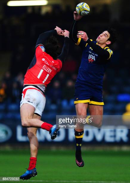 Bryce Heem of Worcester Warriors wins the aerial ball ahead of Mike Ellery of Saracens during the Aviva Premiership match between Worcester Warriors...