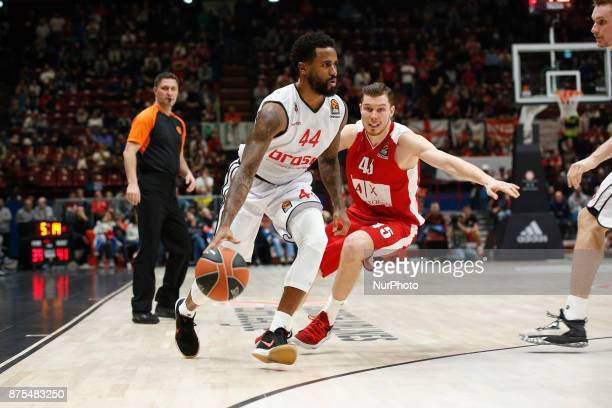 Bryce Taylor drives to the basket during a game of Turkish Airlines EuroLeague basketball between AX Armani Exchange Milan vs Brose Bamberg at...