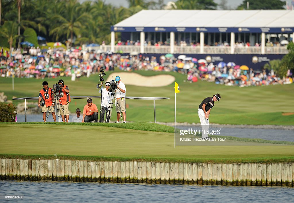<a gi-track='captionPersonalityLinkClicked' href=/galleries/search?phrase=Bubba+Watson&family=editorial&specificpeople=597658 ng-click='$event.stopPropagation()'>Bubba Watson</a> of USA in action during round four of the Thailand Golf Championship at Amata Spring Country Club on December 9, 2012 in Bangkok, Thailand.