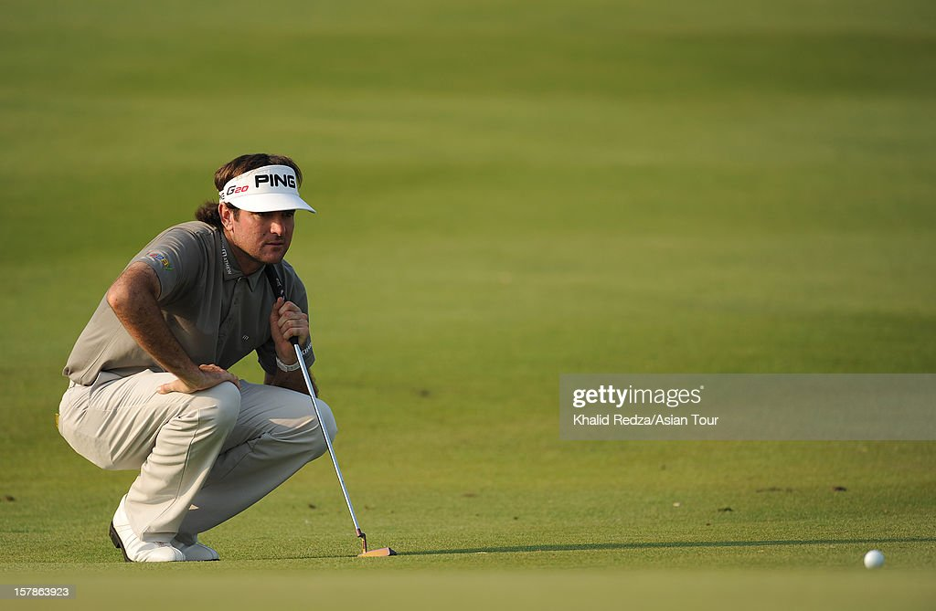 <a gi-track='captionPersonalityLinkClicked' href=/galleries/search?phrase=Bubba+Watson&family=editorial&specificpeople=597658 ng-click='$event.stopPropagation()'>Bubba Watson</a> of USA lines up a putt during round two of the Thailand Golf Championship at Amata Spring Country Club on December 7, 2012 in Bangkok, Thailand.