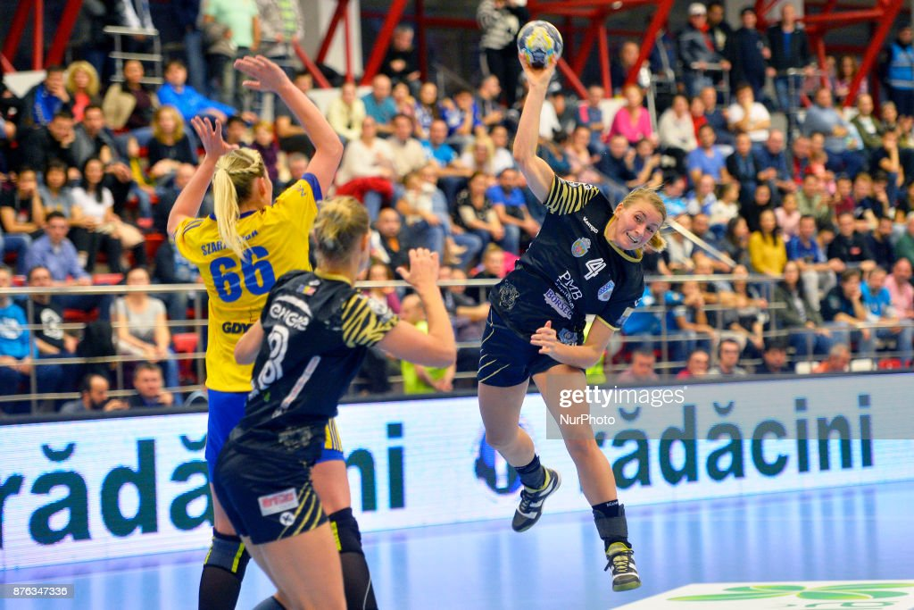 CSM Bucharest v Vistal Gdynia - Handball Women Champions League
