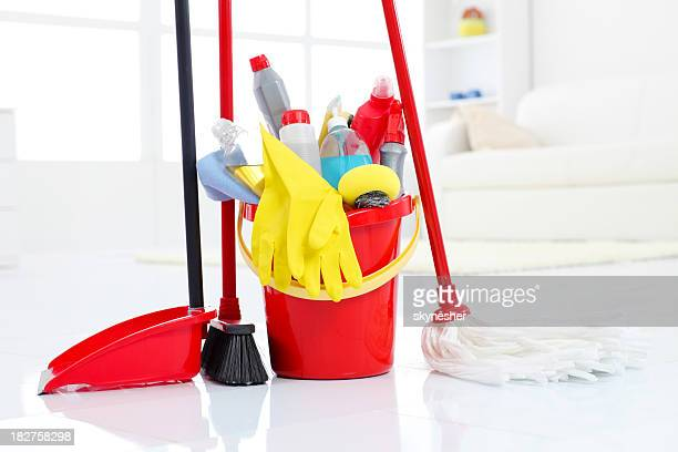 Bucketful et équipement de nettoyage.
