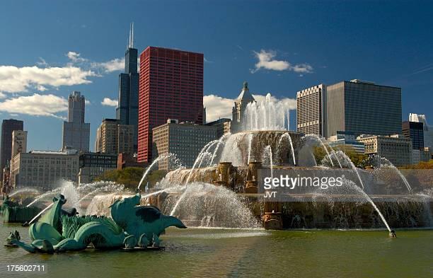 Buckingham Fountain and downtown Chicago skyline.