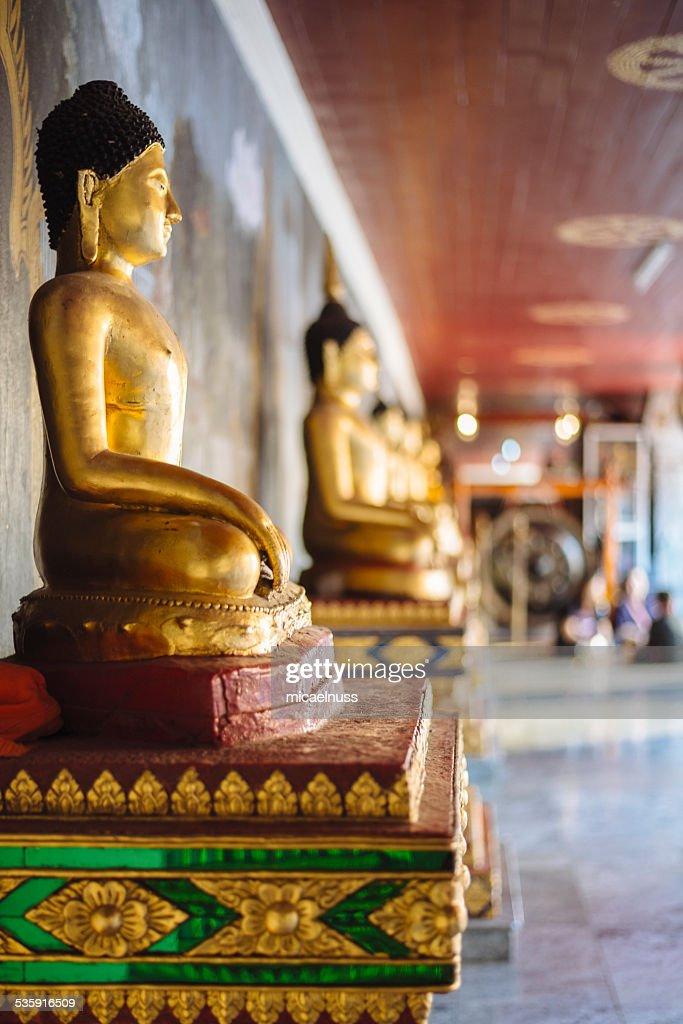 Estatuas de Buda en Doi Suthep temple. : Foto de stock