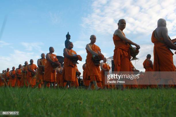 Buddhist devotees give alms to 1250 monks in front of the Phra Sri Thotphon President Sakya Phutthamonthon Suthat for a royal charity to the reign of...