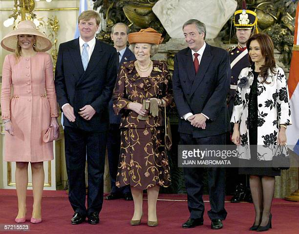 Argentine President Nestor Kirchner an his wife Cristina Fernandez receive 30 March 2006 at Casa Rosada presidential house in Buenos Aires Holland's...