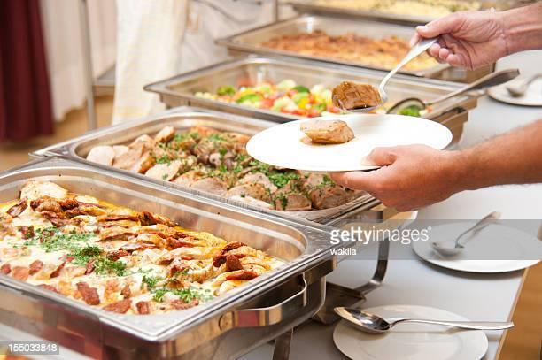 buffet mit Rahmgeschnetzeltes und Beilagen