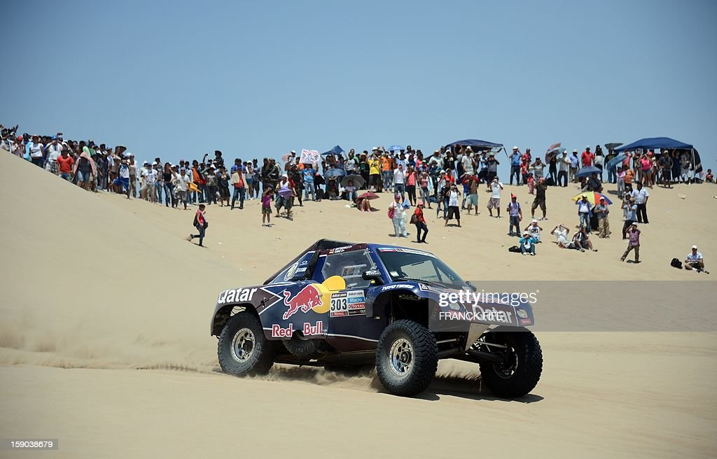 Buggy's driver Carlos Sainz of Spain arrives at the end of the Stage 2 of the Dakar 2013 in Pisco, Peru, on January 6, 2013. The rally will take place in Peru, Argentina and Chile from January 5-20. AFP PHOTO / FRANCK FIFE