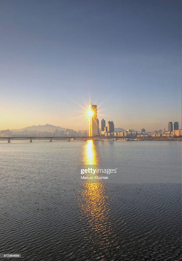 63 Building and Han River sunrise sun reflections