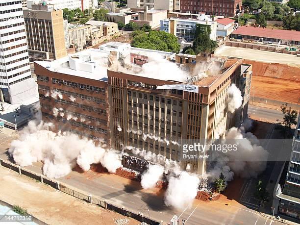 Bâtiment implosion dans le centre-ville de Johannesburg, Afrique du Sud + 2