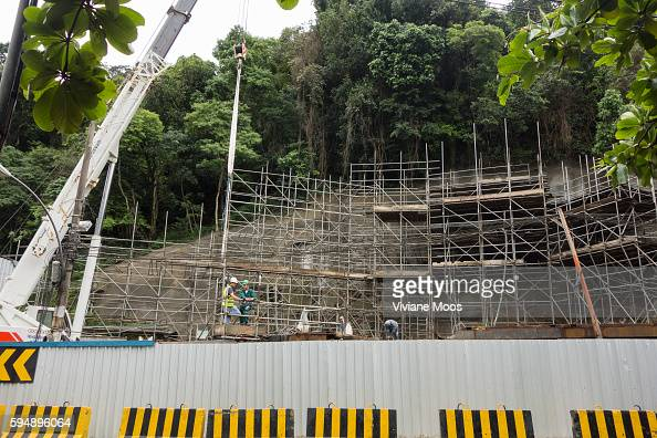 Building new Rio Metro subway tunnel through the mountain under São Conrado in the favela Rocinha