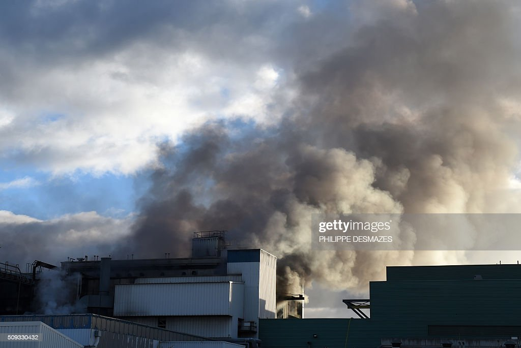 A building of Belgian chemical group Solvay is pictured during a fire on February 10, 2016 in Valence, southeastern France. A fire broke out in a building of Belgian chemical group Solvay on February 10, 2016 morning in Valence, causing no injuries but generating a significant plume of black smoke, according to firefighters and an AFP photographer. / AFP / PHILIPPE DESMAZES