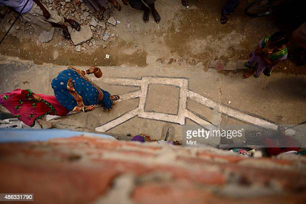 Building toilets in slums at Geeta Colony JJ cluster on September 26 2014 in New Delhi India Around 700 slum clusters will be provided toilet...