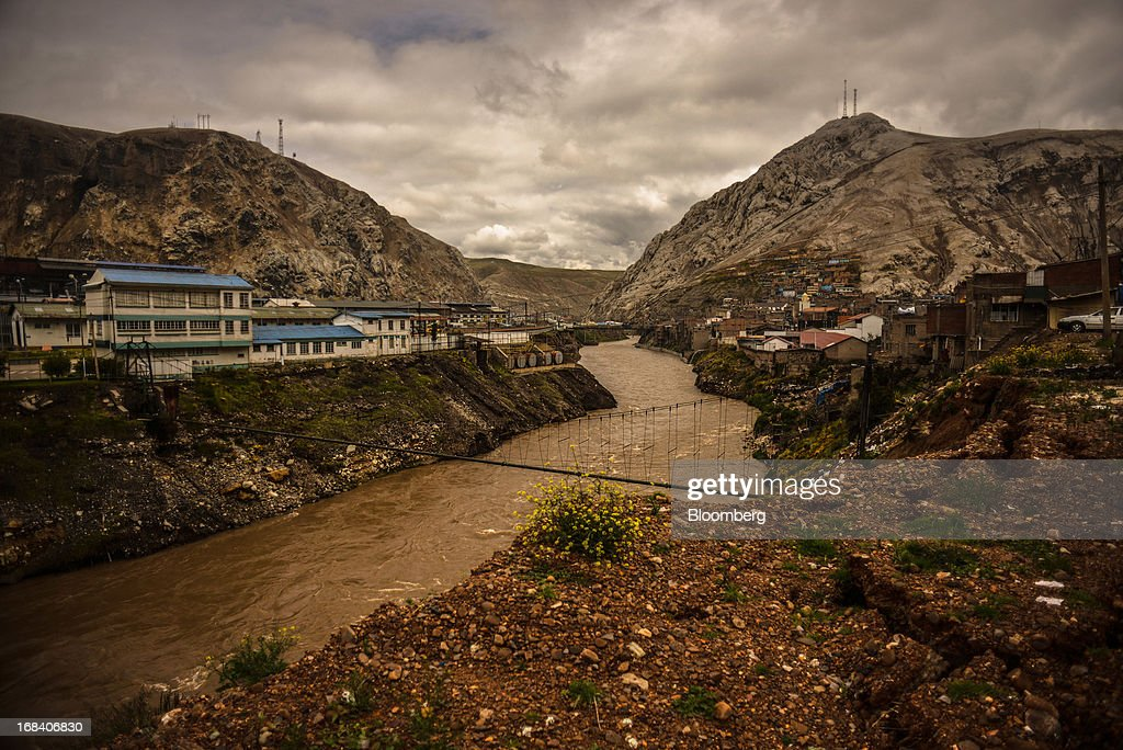 Buildings sit on the bank of the Mantaro River in the town of La Oroya, Peru, on Monday, March 18, 2013. Most of La Oroyaís children suffer elevated lead levels, according to the Peruvian government. The question of responsibility for lead pollution in La Oroya is at the center of high-stakes clash between Peru and U.S. billionaire Ira Rennert, who owned Doe Run Peru for more than a decade through Renco Group Inc., a metals, mining and industrial conglomerate based in New York that has said it is not responsible for the childrenís ills. Photographer: Meridith Kohut/Bloomberg via Getty Images