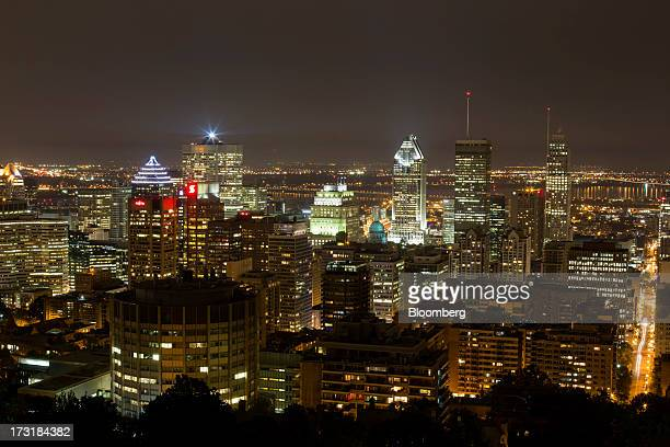 montreal night photos et images de collection getty images. Black Bedroom Furniture Sets. Home Design Ideas