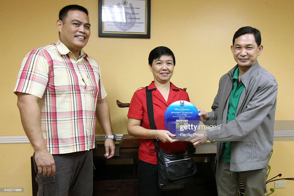 Bulgar Sports Editor Nympa Miano-Ang (center) receiving her best in sports editor award from Philracom (Philippine Racing Commission) Commissioner Lyndon Guce (right) and to Philracom (Philippine Racing Commission) Director Andrew M. Buencamino at the head office in Makati City for the 2016 PHILRACOM 1st Leg Triple Crown Stakes Horse Race Photojournalist Photo Contest.