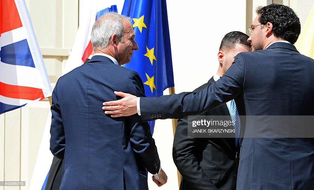 Bulgarian Foreign Minister Daniel Mitov (R) greets British Minister of State for Europe David Lidington as he leaves a meeting of foreign ministers and officials of several EU countries in Warsaw on June 27, 2016. / AFP / JANEK