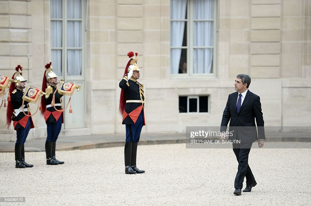 Bulgarian President Rosen Plevneliev arrives to meet French President on June 27, 2016 at the Elysee Presidential Palace in Paris. / AFP / STEPHANE