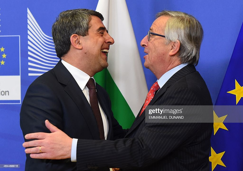 Bulgarian President <a gi-track='captionPersonalityLinkClicked' href=/galleries/search?phrase=Rosen+Plevneliev&family=editorial&specificpeople=6873737 ng-click='$event.stopPropagation()'>Rosen Plevneliev</a> (L) is welcomed by European Commission President <a gi-track='captionPersonalityLinkClicked' href=/galleries/search?phrase=Jean-Claude+Juncker&family=editorial&specificpeople=207032 ng-click='$event.stopPropagation()'>Jean-Claude Juncker</a> at the European Commission headquarters in Brussels, on February 26, 2015. AFP PHOTO / Emmanuel Dunand