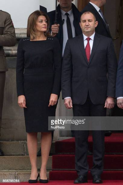 Bulgarian President Rumen Radev and his wife Desislava Radeva pose during the official welcome ceremony in the courtyard of the Belvedere Palace in...
