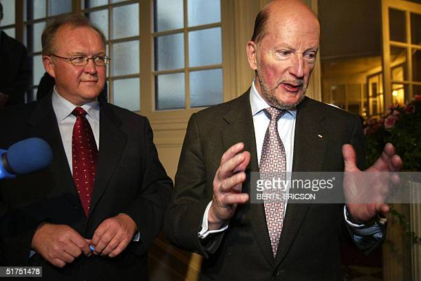 Bulgarian Prime Minister Simeon SaxeCoburg Gotha meets his Swedish counterpart Goran Persson in Stockholm 16 November 2004 Persson and Gotha...